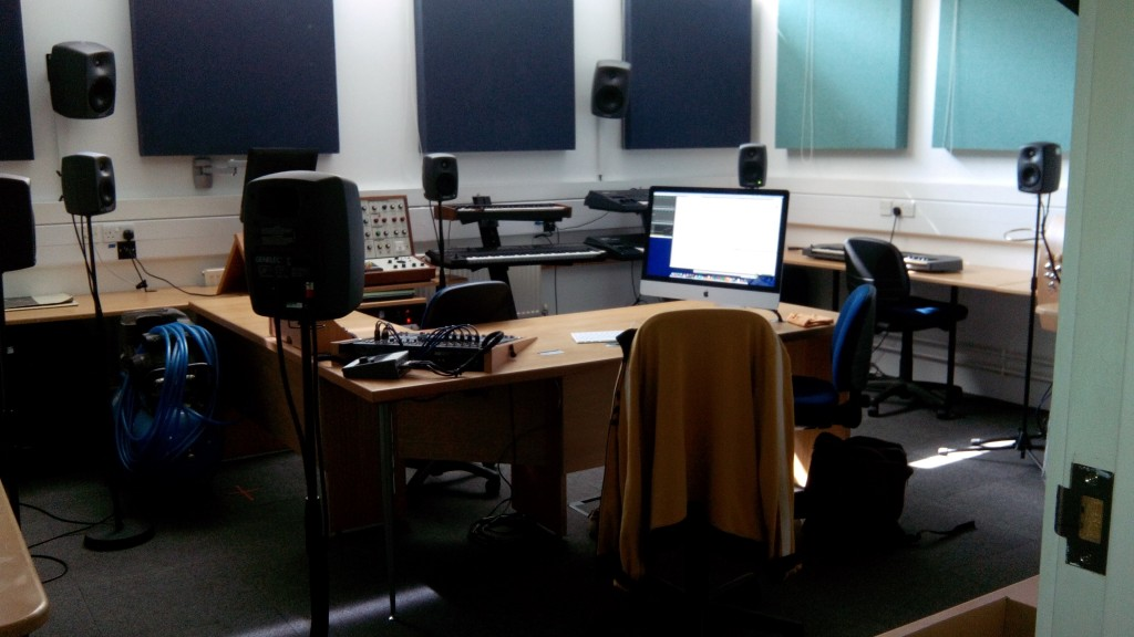 Figure 7: Programming a Multi­channel Composition at the Digital Performance Lab, Anglia Ruskin University (2014) © Michelle Lewis-­King.